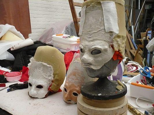 Maskers in aanbouw